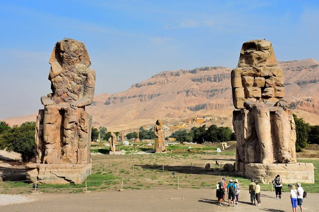 1024px-Colossi_of_Memnon_May_2015_2