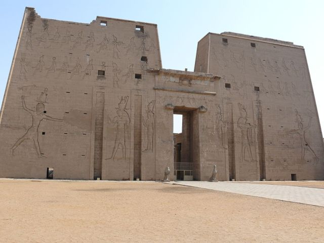 1024px-Temple_of_Edfu_02