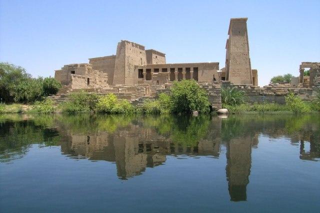 1024px-The-Temple-of-Philae-on-Agilika-Island